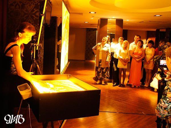 """Свадебное песочное шоу в отеле """"Ramada""""."""
