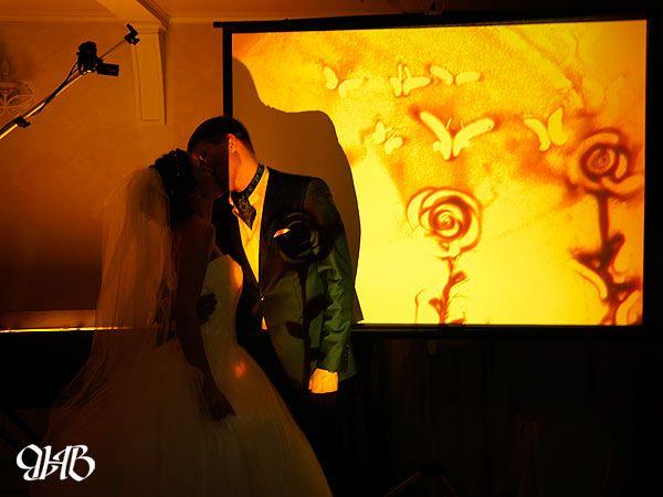 Шоу песочной анимации на свадьбе.