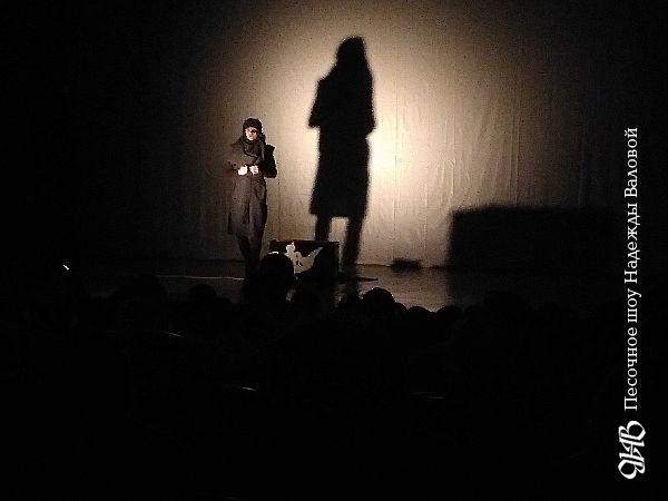 Премьера песочно-теневого спектакля «Аладдин» в Екатеринбурге.